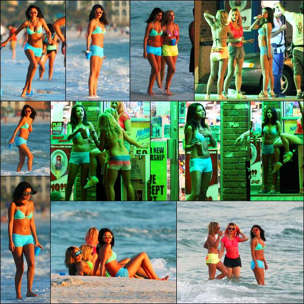 13.03.2012 ─ Selena Gomez a été photographiée, alors, qu'elle était sur le set de « Spring Breakers », en Floride.Encore une fois, Selena et ses amies ont été aperçue sur le tournage, cette fois-ci, sur la plage... Concernant sa tenue, c'est un gros top de ma part !