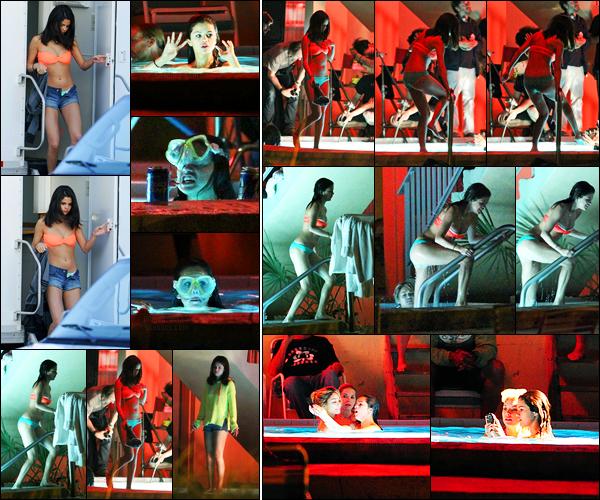 14.03.2012 ─ Selena Gomez a été photographiée, alors, qu'elle était sur le set de « Spring Breakers », en Floride.Encore une fois, Selena et ses amies ont été aperçue sur le tournage, cette fois-ci, à la piscine... Concernant sa tenue, c'est un gros top de ma part !