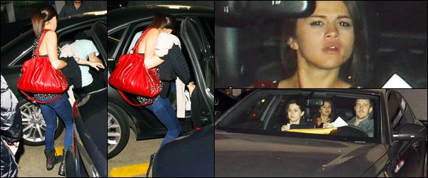 15.03.2012 ─ Selena Gomez a été photographiée, alors, qu'elle quittait un  centre clinical étant dans Los Angeles.Selly est rentrée un peu en Californie, afin d'aller faire une prise de sang apparemment. Elle était accompagnée de sa mère, son beau-père et Justin.