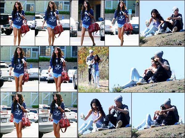 04.04.2012 ─ Selena Gomez a été photographiée alors qu'elle quittait un centre clinical étant dans Encino en CA.Un peu plus tard, la belle S. a été photographiée alors qu'elle allait faire un pique nique avec son petit-ami... Concernant sa tenue, c'est un beau top !