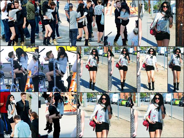 21.04.2012 ─ Selena Gomez a été photographiée, alors, qu'elle était sur le set du clip de Justin, dans Los Angeles.La belle brunette Selena G. a ensuite été photographiée alors qu'elle se rendait à un photoshoot.. Concernant sa tenue, c'est un beau top de ma part !