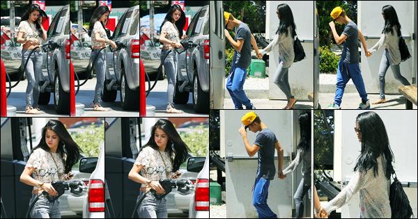 26.05.2012 ─ Selena Gomez a été photographiée, alors, qu'elle était à une station service, étant dans Encino, CA.Puis plus tard, la belle brunette a été photographiée alors qu'elle était avec Justin Bieber, dans Los Angeles... Concernant sa tenue, c'est un beau top !