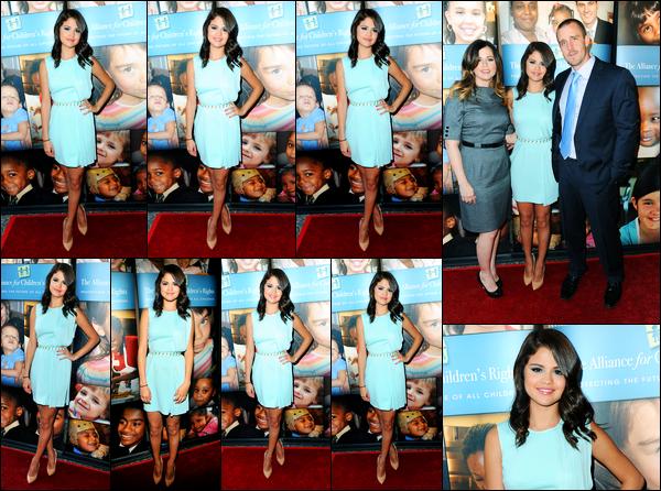 12.06.2012 ─ Selena Gomez était présente, lors du launch pour Alliance For Children's Rights, dans Los Angeles.Le launch avait lieu au Avalon, c'est dans une belle robe bleu que la belle S. est apparue... Concernant sa tenue, c'est un très beau top pour ma part !