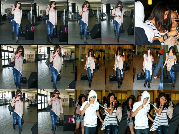15.06.2012 ─ Selena Gomez a été photographiée, alors, qu'elle arrivait à l'aéroport de LAX, étant, à Los Angeles.Un peu plus tard dans la journée, la belle a été photographiée arrivant à l'aéroport de Toronto ! Concernant sa tenue, c'est un beau top de ma part !