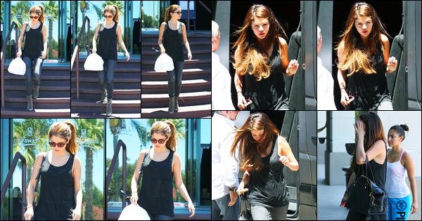 07.07.2012 ─ Selena Gomez a été photographiée, alors, qu'elle était aller s'acheter des sushis, étant dans Encino.La belle enchaîne les sorties en ce moment, et ça fait plaisir à voir ! Concernant sa tenue, c'est tout simple, total black, c'est un beau top de ma part !