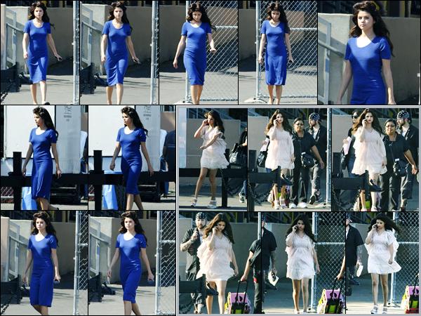 04.08.2012 ─ Selena Gomez a été photographiée alors qu'elle était sur le set « Behaving Badly » à Sherman Oaks.Cette fois-ci pas de Justin Bieber à l'horizon, mais plutôt les rouleaux dans les cheveux ! Elle est apparue d'une robe bleu ainsi qu'une robe blanche,  top !