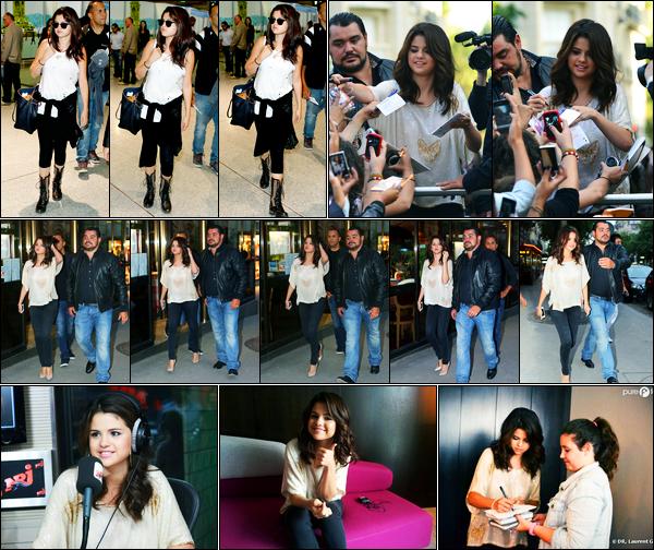 02.09.2012 ─ Selena Gomez a été photographiée alors qu'elle arrivait à l'aéroport « Charles de Gaulles », à Paris.Le lendemain, la belle a été photographiée saluant ses fans puis quittant un restaurant. Elle a fait également plein d'interview. Sa tenue est un beau top.