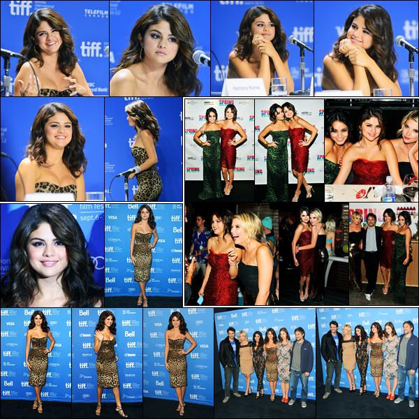 07.09.2012 ─ Selena Gomez était présente lors du «Toronto International Film Festival» étant dans Toronto, CA.La belle était également présente lors de la conférence de presse puis au Vitaminwater Post Party en compagnie des filles. Ses tenues sont tops pour moi