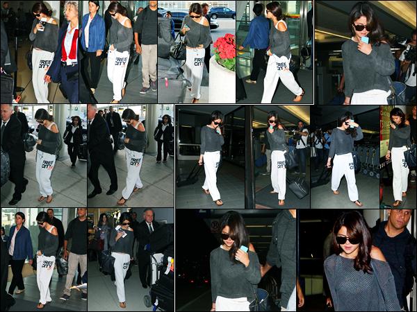 09.09.2012 ─ Selena Gomez a été photographiée alors qu'elle arrivait à l'aéroport étant dans Toronto au Canada.Plus tard, Selena G. a été photographiée arrivant à l'aéroport de LAX étant à Los Angeles... Concernant sa tenue, simple pour un vol, mais c'est un flop !