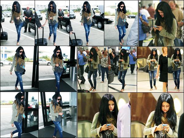 13.09.2012 ─ Selena Gomez a été photographiée alors qu'elle arrivait à l'aéroport de LAX étant dans Los Angeles.Plus tard, Selena Gomez a été photographiée arrivant à l'aéroport d'Atlanta où elle rejoint un tournage... Concernant sa tenue, c'est un top de ma part !