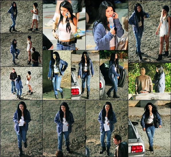 13.09.2012 ─ Selena Gomez a été photographiée alors qu'elle était sur le set « Getaway », étant, dans Atlanta, GE.La belle brunette a eu le droit à la visite de son amie, Ashley Tisdale, lors du tournage... Concernant sa tenue, j'aime beaucoup l'ensemble, c'est un top !