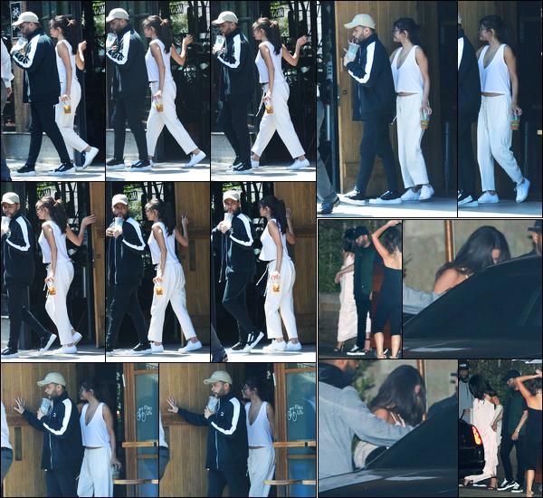 23.07.2017 ─ Selena Gomez a été photographiée alors qu'elle quittait le « 10 Speed Coffee » étant à Los Angeles.Le soir, la belle Selena a été photographiée quittant un restaurant avec son petit-ami... Les rumeurs comme quoi Abel aurait trompé Selena sont fausses.