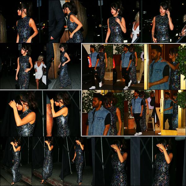 24.07.2017 ─ Selena Gomez a été aperçue arrivant puis quittant le restaurant The Nice Guy dans West Hollywood.La belle a ensuite de nouveau été photographiée, cette fois-ci, avec son petit ami, Abel, dans les rues à Los Angeles... Concernant sa tenue, c'est un top !