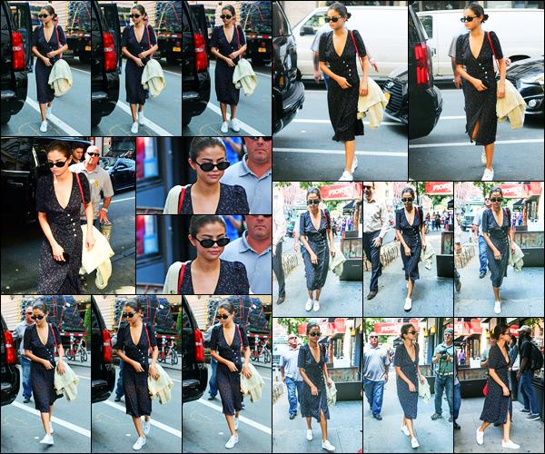 05.09.2017 ─ Selena Gomez a été photographiée, alors, qu'elle se rendait au restaurant Uncle Ted's, à New-York.Selena Gomez ne s'arrête plus notre chanteuse et cela fait plaisir. Cette fois-ci la belle a choisi de portée une robe à pois blanc, c'est un top pour ma part.