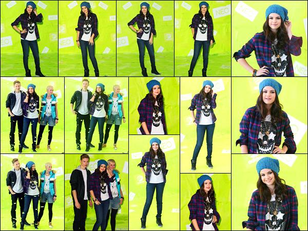 20.11.2012 ─ Selena Gomez était présente au photocall pour la marque « Adidas NEO », étant, dans Los Angeles.Comme annoncée, la belle a signée un contrat avec Adidas NEO et elle fait déjà la promotion, puisque la tenue qu'elle porte est celle de chez Adidas NEO