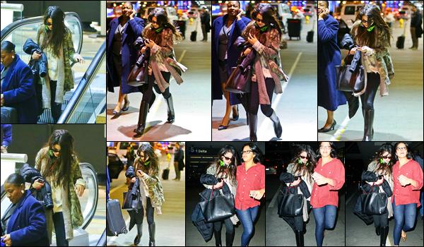 05.01.2013 ─ Selena Gomez a été photographiée alors qu'elle arrivait à l'aéroport de LAX étant dans Los Angeles.Casque sur les oreilles, la belle Selena G. n'avait pas l'air d'humeur à être photographiée... Concernant sa tenue, c'est un beau top de ma part, et vous ?