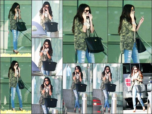 08.01.2013 ─ Selena Gomez a été photographiée alors qu'elle quittait « Creative Artists Agency » à Century City.Téléphone à la main, la belle quittait l'immeuble où elle avait sûrement un rendez-vous professionnel. Concernant sa tenue, c'est un beau top pour moi !