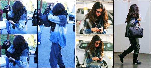 14.01.2013 ─ Selena Gomez a été photographiée, alors, qu'elle quittait le domicile, de Vanessa, dans Studio City.Plus tard, la belle a été photographiée alors qu'elle allait visité un nouvel appartement dans Los Angeles... Concernant sa tenue est un flop de ma part !