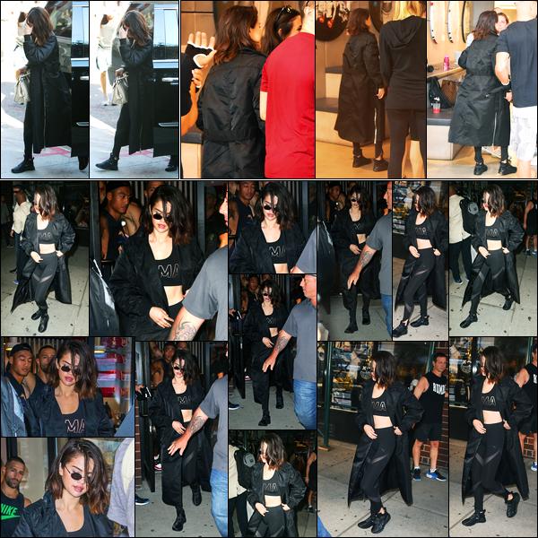 28.09.2017 ─ Selena Gomez a été photographiée, alors, qu'elle arrivait à une  salle de boxe étant dans New-York.La magnifique brunette a ensuite été photographiée quittant la salle, un peu plus tard. Et évidemment toujours dans son ensemble de la marque PUMA...
