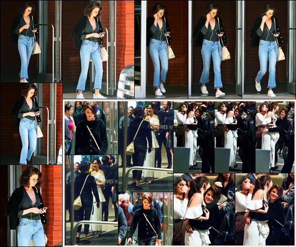 03.10.2017 ─ Selena Gomez a été photographiée, alors, qu'elle quittait son appartement étant dans New-York C.La belle Selena G. a ensuite été photographiée tard le soir, en compagnie de l'actrice Dakota Johnson, à l'occasion de l'anniversaire de celle-ci... Un top !