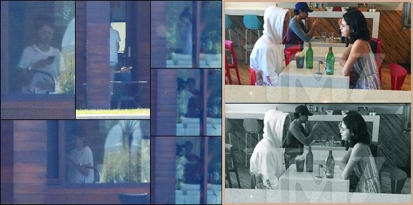 27.10.2017 ─ Selena Gomez a été photographiée alors qu'elle était au domicile de Justin Bieber dans Los Angeles.Alors que des rumeurs circulent sur la fin du couple Abelena, Selly revoit Justin. Elle a été vue déjeunant avec, ainsi que dans l'église Zoe Church. Avis ?!