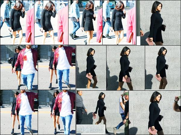 04.11.2017 ─ Selena Gomez a été photographiée, alors, qu'elle arrivait à la « Hillsong Church » dans Los Angeles.Selena Gomez a remportée l'award « Artiste féminine interationale de l'année » aux NRJ music awards où elle n'a pas pu se rendre... Sa tenue c'est top !