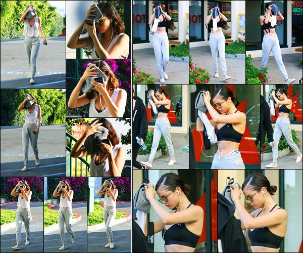 11.11.2017 ─ Selena Gomez a été photographiée, alors, qu'elle arrivait à son cours de pilates, au West Hollywood.Plus tard, Selena a été photographiée quittant son cours de Hot Pilates. Sel portait évidemment une tenue de Puma dont elle est égérie. Sa tenue est top