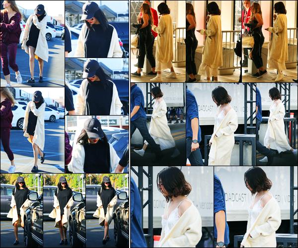 18.11.2017 ─ Selena Gomez a été photographiée, alors, qu'elle arrivait au restaurant « Tao Sushi », à Los Angeles.La veille, la belle Selena G. a été photographiée arrivant aux répétitions pour les American Music Awards où elle va performer dimanche soir sur Wolves !