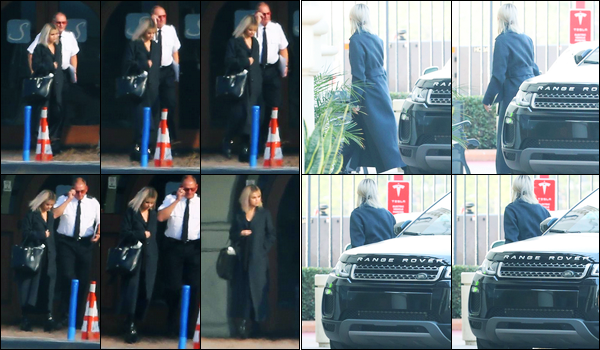 16.12.2017 ─ Selena Gomez a été aperçue, alors, qu'elle arrivait à l'aéroport « Van Nuys » étant dans Los Angeles.C'est en compagnie de son petit-ami, le chanteur Justin, pour prendre un envol où elle est arrivé plus tôt. Sel a été vue ensuite à Bellevue à Washington.