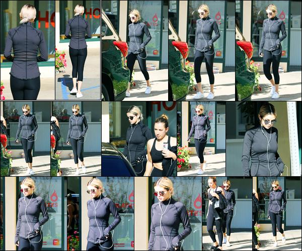 19.11.2017 ─ Selena Gomez a été photographiée, alors, qu'elle arrivait à son cours de pilates, au West Hollywood.Plus tard, Selena a été photographiée quittant son cours de Hot Pilates en compagnie d'une amie... Concernant sa tenue, c'est un beau top de ma part !