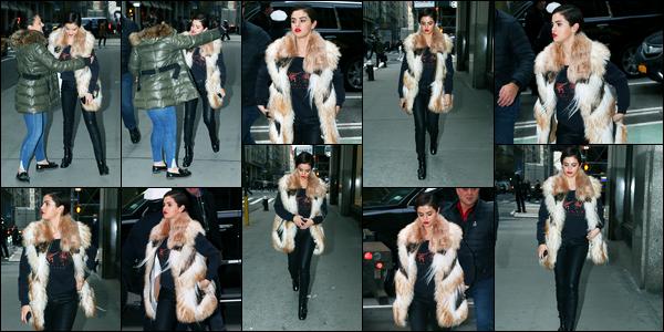 16.01.2018 ─ Selena Gomez a été aperçue alors qu'elle se dirigeait vers un studio d'enregistrement, à New-York.D'après les rumeurs S. est à New-York depuis le début de la semaine, également pour un photoshoot et pour aller en studio, puis S. est reparti au Texas.