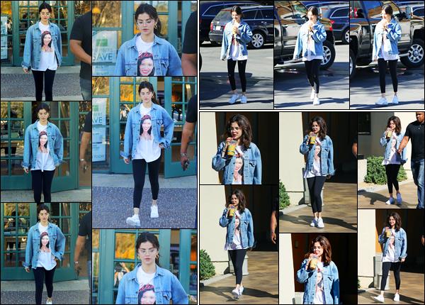 -08/02/2018- ─ Selena Gomez a été aperçue alors qu'elle quittait un café en compagnie de Theresa Mingus à Los Angeles.Un peu plus tard, la belle brunette Selena G. a été photographiée quittant un meeting d'affaire à Los Angeles. Concernant sa tenue, c'est un top pour moi