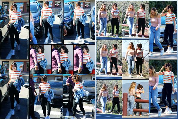-07/02/2018- ─ Selena Gomez a été photographiée, alors, qu'elle quittait le restaurant « IHOP » avec une amie, à Encino.Un peu plus tard, la belle brunette Selena G. a été photographiée à un parc avec Theresa Mingus... Concernant sa tenue, c'est un beau top, de ma part !