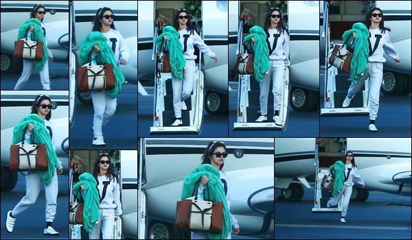 -07/02/2018- ─ Selena Gomez a été photographiée, alors, qu'elle descendait d'un jet privé avec ses amies à Los Angeles !Selena a un rôle dans le nouveau film « Dr. Dolittle » le tournage doit commencer à Londres en ce mois de février, d'après certaine source. C'est un top !