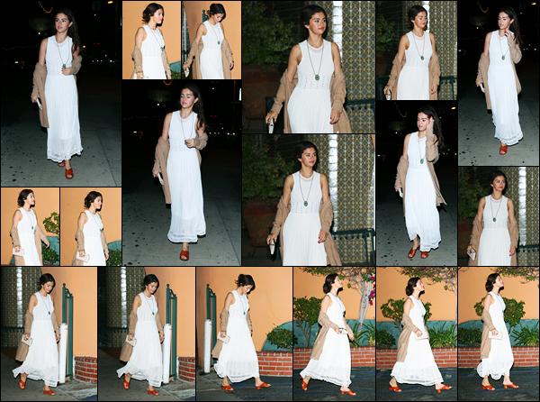 -09/02/2018- ─ Selena Gomez a été aperçue alors qu'elle quittait un restaurant en compagnie de ses amis, à Los Angeles.Encore une nouvelle sortie de la belle chanteuse... Selena se trouve actuellement à Laguna Beach avec son petit-ami, Justin Bieber. Sa tenue est un top !