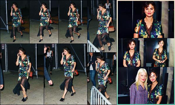 -05/05/2018- ─ Selena Gomez a été aperçue alors qu'elle arrivait au fashion show de « Prada Resort 2019 » à New-York !Dans un look bien spéciale, Selena Gomez nous a fait l'honneur d'être présente au défilé de la marque... Concernant sa tenue, c'est un bof de ma part !