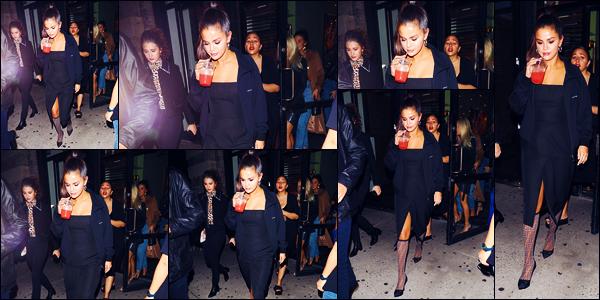 -08/09/2018- ─ Selena Gomez a été photographiée, alors, qu'elle se promenait dans les rues dans la ville dans New-York.C'est en compagnie de ses amies, dont Raquelle Stevens, que notre chanteuse S. a été vue... Concernant sa tenue, c'est un très beau top, pour ma part.