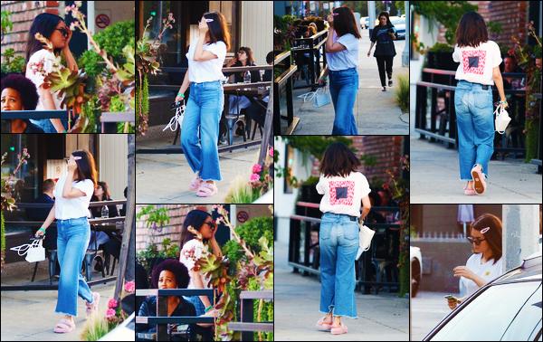 ''•-14/06/19-' : Selena Gomez a été aperçue alors qu'elle arrivait au « Tacos for Money » étant dans Los Angeles. La chanteuse était en compagnie, comme à son habitude, de Ashley Cook ! Concernant la tenue de celle-ci, c'est un petit top de ma part.