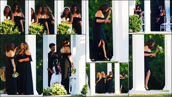 ''•-19/07/19-' : Selena Gomez a été photographiée, alors, qu'elle était au mariage de sa cousine, étant à Dallas. La belle S. est donc visiblement demoiselle d'honneur au mariage de sa cousine qui se déroule au Texas ! Concernant sa tenue, gros top !