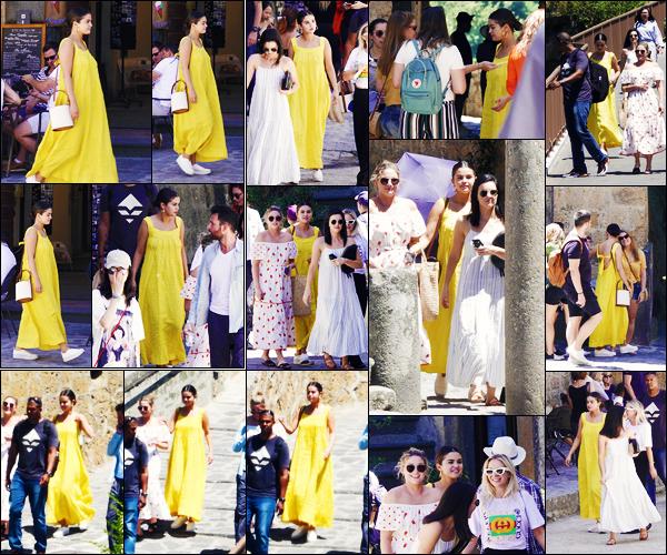 ''•-24/07/19-' : Selena Gomez a été vue alors qu'elle rejoignait un hélicoptère dans Civita di Bagnoregio, Italie. La magnifique chanteuse Selena Gomez était toujours en compagnie de ses amies ! Concernant sa tenue, c'est un jolie top pour ma part !