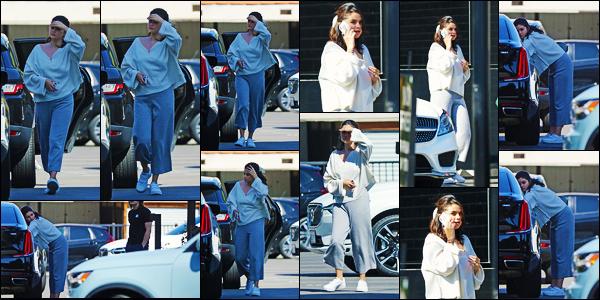 ''•-06/08/19-' : Selena Gomez a été vue alors qu'elle faisait du shopping chez « XIV Karats » dans Beverly Hills. La belle chanteuse Selena nous refait enfin son apparition, et dans ses chaussures de sa collection Puma ! Concernant sa tenue, c'est top !