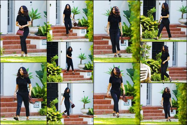 ''•-12/09/19-' : Selena Gomez a été vue alors qu'elle quittait le domicile de son coach de théâtre à Los Angeles. La belle chanteuse continue les visites chez son coach, aurait-elle un nouveau projet côté cinéma ? Sa tenue est un jolie top, de ma part !