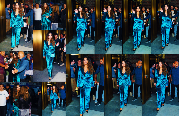 ''•-28/10/19-' : Selena Gomez a été vue arrivant aux studios de : « The Elvis Duran Morning Show », à New-York. La chanteuse Selena qui abordait une tenue bleutée et un très large sourire continue sa promotion cette fois-ci à New-York ! Un beau top.