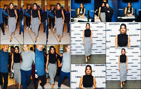 ''•-28/10/19-' : Selena Gomez a été aperçue alors qu'elle arrivait aux studios de : « Sirius Radio », à - New-York. La chanteuse qui abordait encore une fois une nouvelle tenue enchaînent les interview en radio en cette journée ! Un très jolie top de Sel.