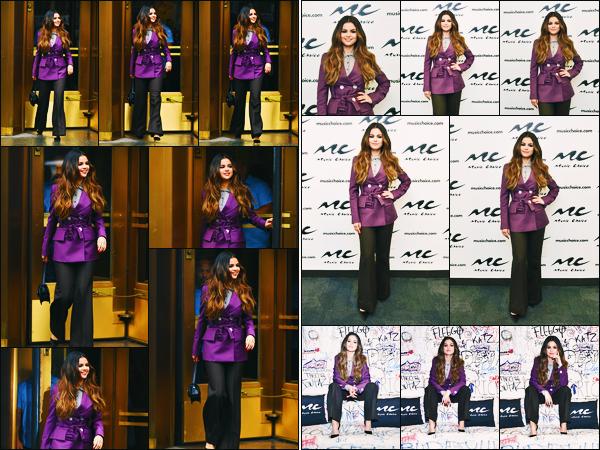 ''•-29/10/19-' : Selena Gomez a été photographiée alors qu'elle quittait les studios de « Z100 », dans New-York. La chanteuse a également visiter la radio « Music Choice » toujours pour faire la promotion de ses chansons ! Un très jolie top de ma part