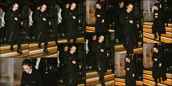 ''•-10/12/19-' : Selena Gomez a été photographiée, alors, qu'elle quittait son hôtel qui se situait à Londres, UK. C'est donc encore à Londres que la belle chanteuse est donc actuellement, elle sera en fin de semaine à Paris. Sa tenue est un beau top !