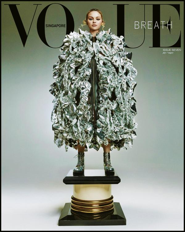 - '-● MAGAZINE- Selena Gomez fait la couverture de « Vogue Singapore » pour Juillet / Août ! -
