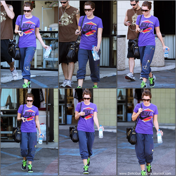 -   29/10/2008 : Ashley quittant son cours de gym avec son entraîneur dans Studio City.   -