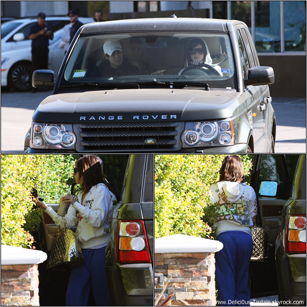 -   10/01/2009 : Ashley et son petit-ami Jared allant déjeuner au Studio Cafe de Studio City.   -