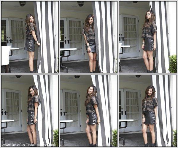 Découvrez un photoshoot d'Ashley réalisé par Cliff Watts pour le magazine Seventeen de Décembre 2010. [Partie 1]